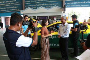 อธิบดีกรมการขนส่งทางบก บันทึกเทปรายการ Kilo-Mate เพื่อนร่วมทาง ของกระทรวงพลังงาน ติดตามการให้บริการ Taxi OK และ Taxi VIP แท็กซี่ไทยมาตรฐานความปลอดภัยและการให้บริการที่มีคุณภาพ