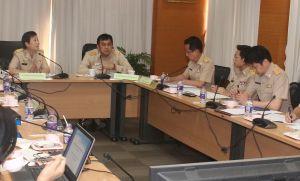 นายกมล บูรณพงศ์ รองอธิบดีกรมการขนส่งทางบก เป็นประธานในการประชุมหารือร่วมกับกรมควบคุมมลพิษ