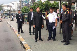 นายออมสิน ชีวะพฤกษ์ รัฐมนตรีช่วยว่าการกระทรวงคมนาคม ลงพื้นที่ติดตามการย้ายจุดจอดรถตู้โดยสารสาธารณะ