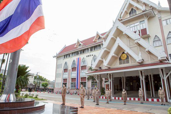 คณะผู้บริหาร กรมการขนส่งทางบก ร่วมเชิญธงชาติไทยและร้องเพลงชาติไทย (Thai National Flag Day) เนื่องในวันพระราชทานธงชาติไทยและครบรอบ 104 ปี ธงชาติไทย